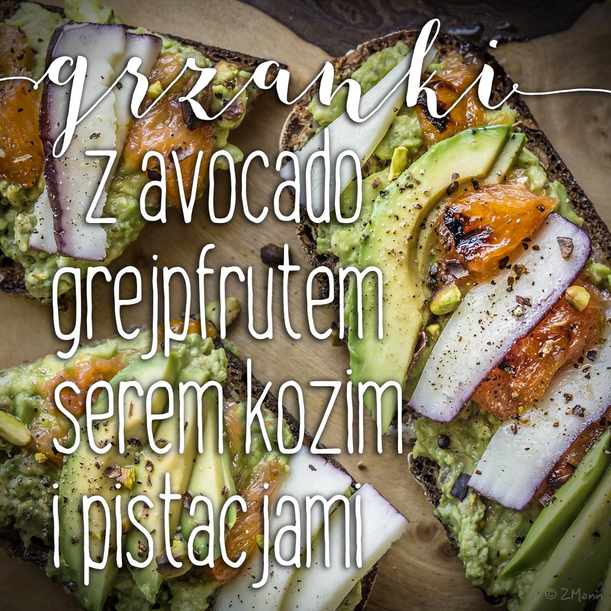 grzanki z avocado, karmelizowanym grejpfrutem, serem i pistacjami