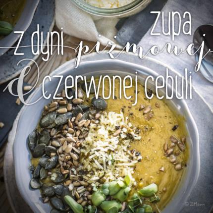 zupa z dyni piżmowej i czerwonej cebuli . z cheddarem i tymiankiem, z posypką z jarmużu…