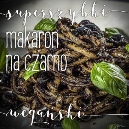 domowy makaron na czarno . z pesto oliwkowym i oliwkami